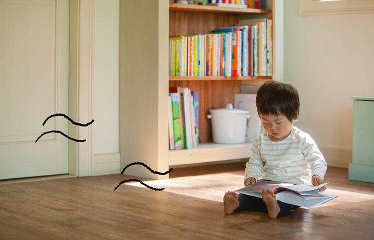 江戸川区で自然素材の注文住宅を建てるニットー住宅 子どもが床で遊ぶ空間