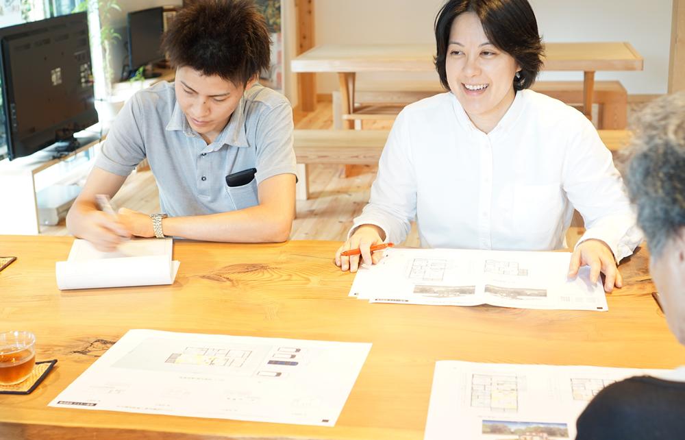 江戸川区で自然素材の注文住宅を建てるニットー住宅 スタジオ相談会の様子