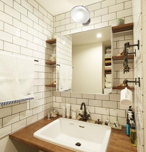 江戸川区で自然素材の注文住宅を建てるニットー住宅 洗面シンク・蛇口・壁タイル・鏡・照明、組み合わせ無限大の自分だけの空間づくり