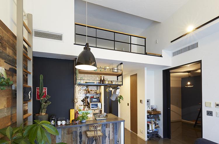 江戸川区で自然素材の注文住宅を建てるニットー住宅 高天井のリビング