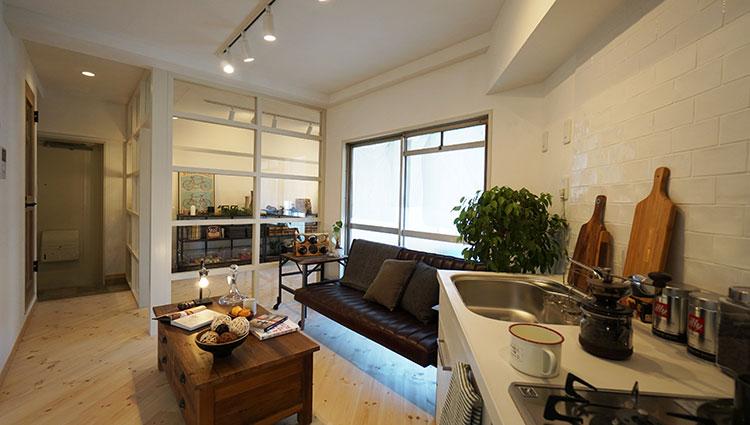 江戸川区で自然素材の注文住宅を建てるニットー住宅 リノベーションされたマンションのリビング