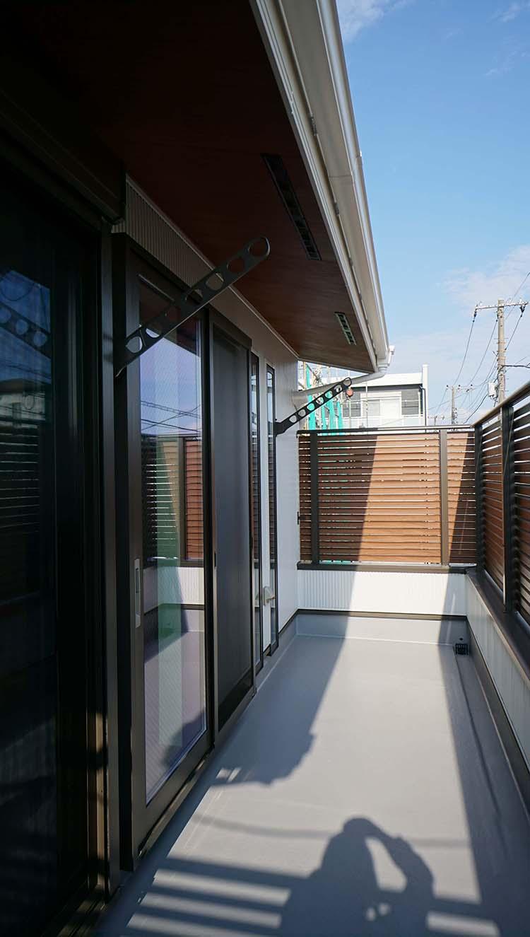 江戸川区で自然素材の注文住宅を建てるニットー住宅 ウッドウェンスのあるバルコニー