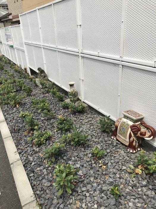 江戸川区でこだわりの注文住宅を建てるニットー住宅の牛山が発見した置物郡の画像です。