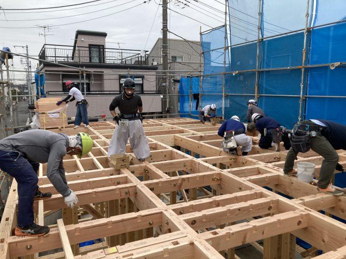 江戸川区で注文住宅を建てるニットー住宅の上棟風景