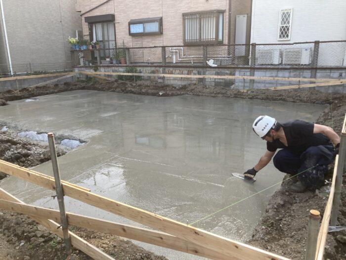 江戸川区で注文住宅を建てるニットー住宅の基礎工事。