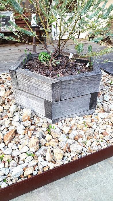 自然素材の無垢材や漆喰をふんだんに使用した注文住宅を建てることが得意な工務店ニットー住宅 DIY 木製花壇