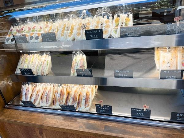 江戸川区で無垢材を使用した注文住宅を建てる工務店、株式会社ニットー住宅の牛山が行ったサンドイッチ屋の写真。